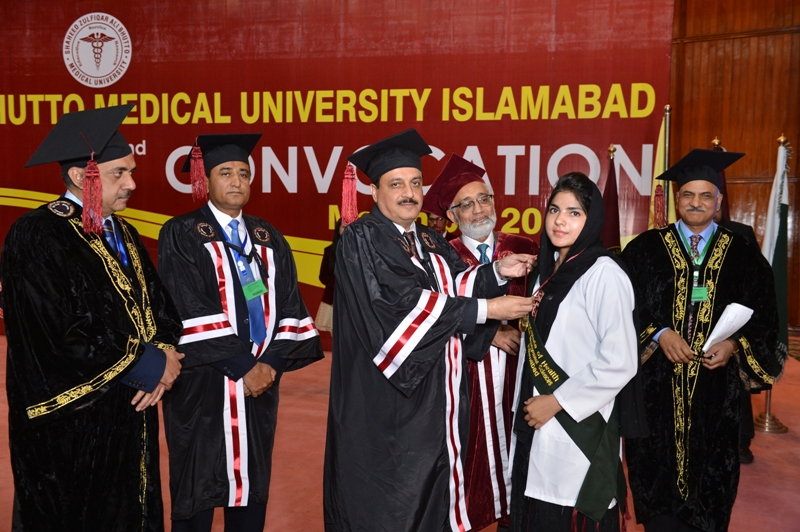 Fatima Chaudhary Receiving Gold Medal from Worthy Vice Chancellor Prof. Dr. Javed Akram